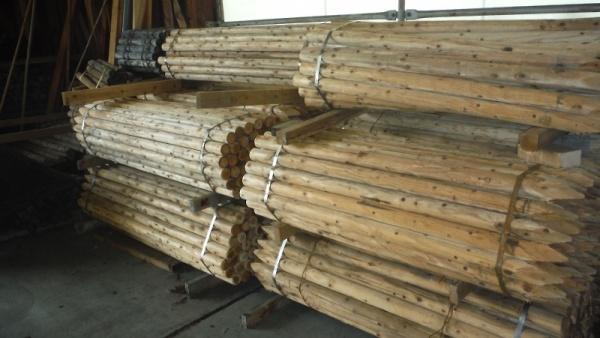支柱【スギ材】(白)Φ6㎝ 1.5m・1.8m【防腐処理材有り(クレオ・ACQ)】